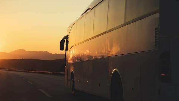 Sonhar com viagem de ônibus